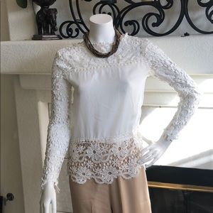 Tops - Beautiful Lace Top off white size M